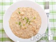 Пиле фрикасе - класическа рецепта с брашно, жълтък, лимонов сок и бульон